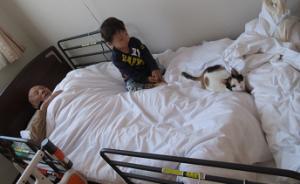 子どもと猫と一緒に休憩